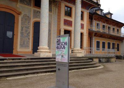 Plakat vor dem Ausstellungsort