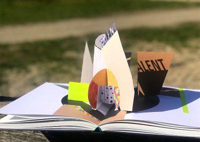 Pop-Up in der Mitte des Buchs