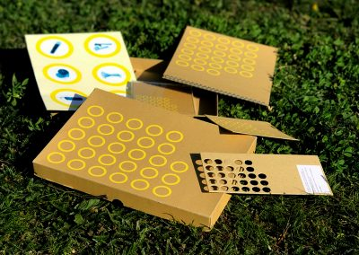 Plakat und Katalog in einer Box