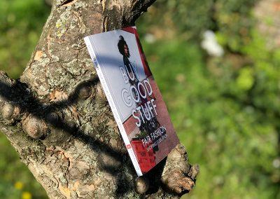 Cover im Baum