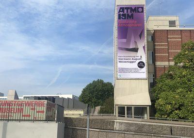 Banner für die Ausstellung am Kunstgewerbemuseum Berlin